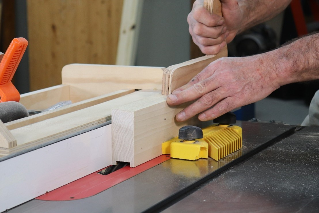 Making cuts on wood as you rotate the angle