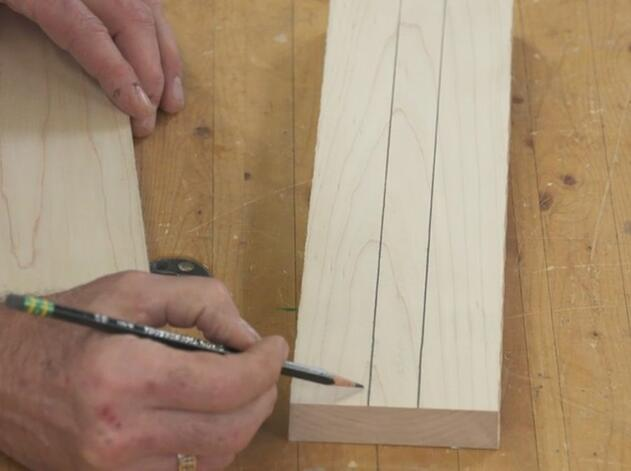 Forming handle lines on the center of the wood