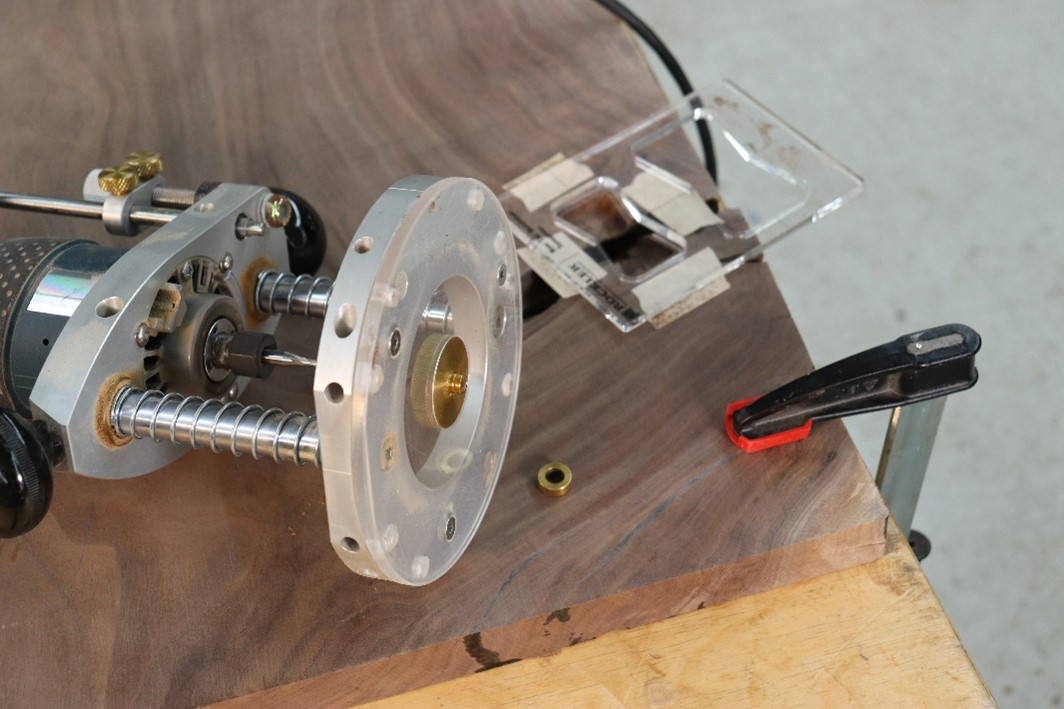Preparing router for cutting inlay