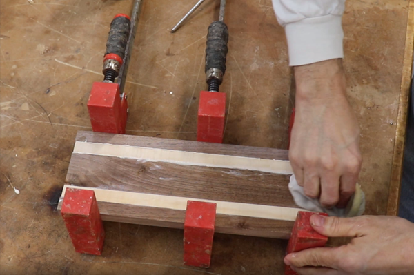 sealing strips together with glue and clamping